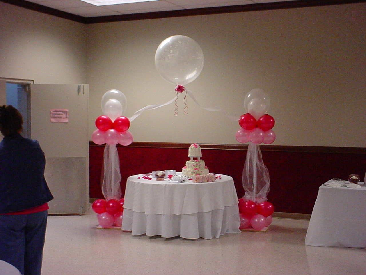 Balloon decor making memories kids birthday party designers for Balloon decoration images party